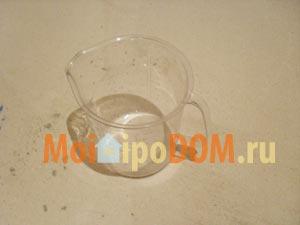 мерный стакан для замешивания раствора  при ремонте